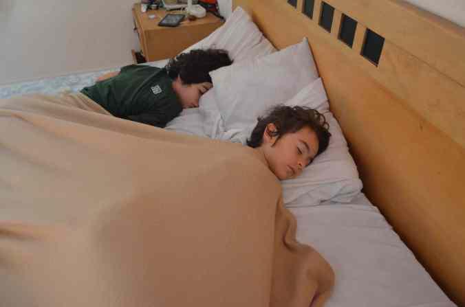 vita quotidiana bimbe dormono